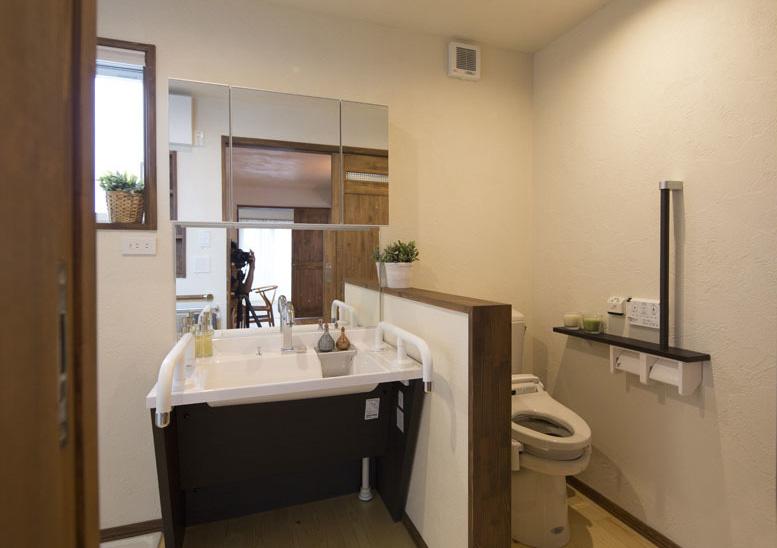 家庭小卫生间隔断_金属材料的卫生间隔断由于其自身良好的防水性能越来越受到广大家庭