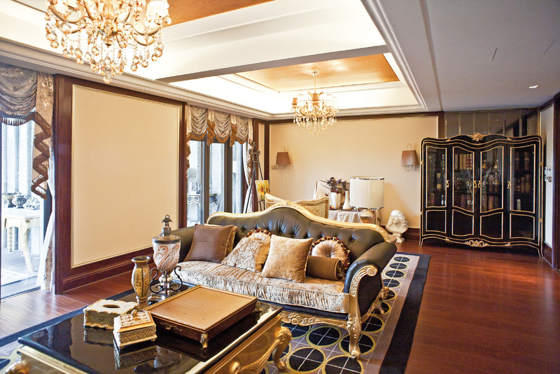 家具与地板颜色配色原则三:深色地板宜搭配对比色系家具