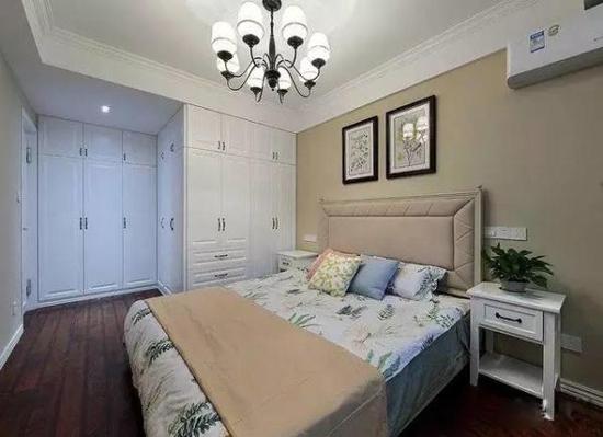 卧室装修效果图   喜欢绿色,卧室放一盆绿植,墙上挂两幅植物