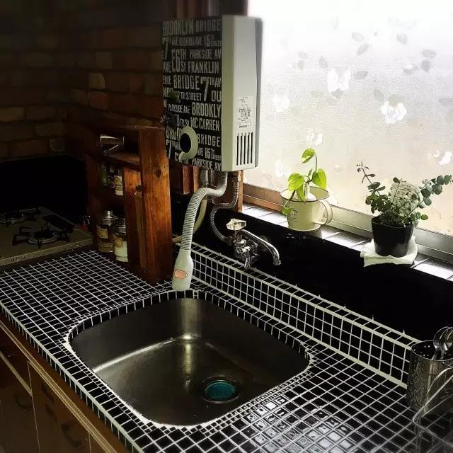 """厨房太单调?一面背景墙就能让它""""脱单"""""""