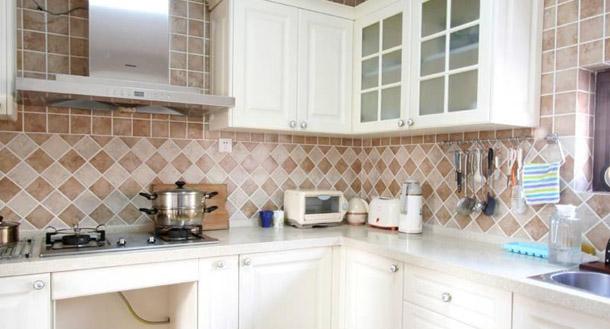 装修学堂 > 装修贴士 > 厨房油烟机后贴瓷砖的必要性  由于瓷砖的规格